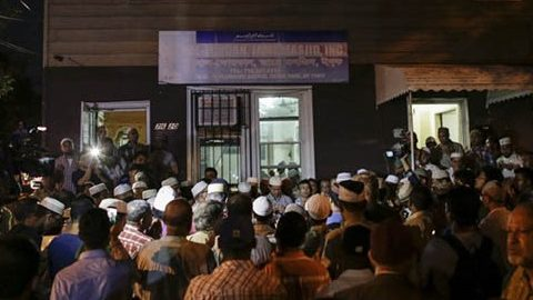 Community members pray outside the Al-Furqan Jame Mosque in Ozone Park after imam Maulama Akonjee and friend Thara Uddin were killed in the Queens borough of New York City, August 13, 2016.  An imam and his assistant were both shot in the head and killed in New York Saturday, police said, in an attack with unclear motives. / AFP PHOTO / KENA BETANCUR